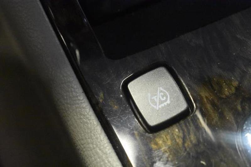 2010 Cadillac DTS 1