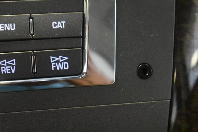 2010 Cadillac DTS 3