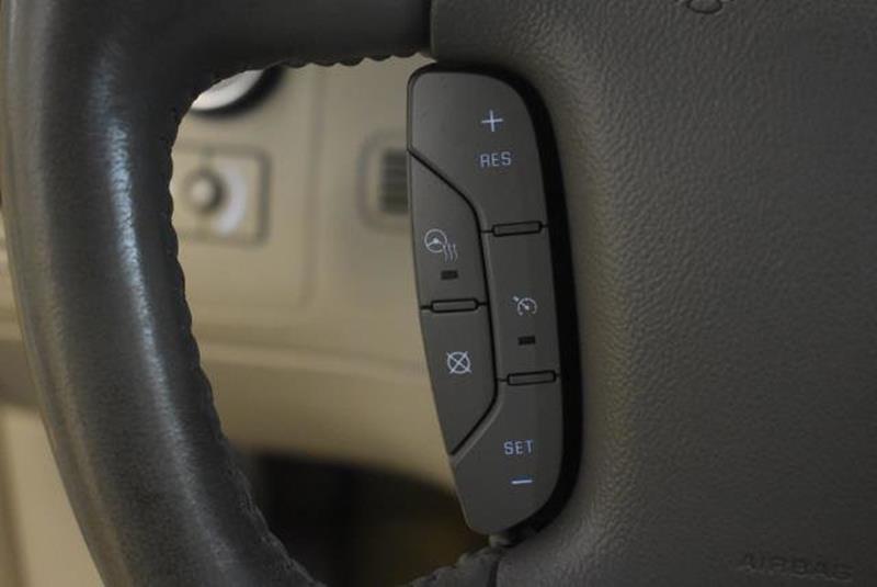 2010 Cadillac DTS 28