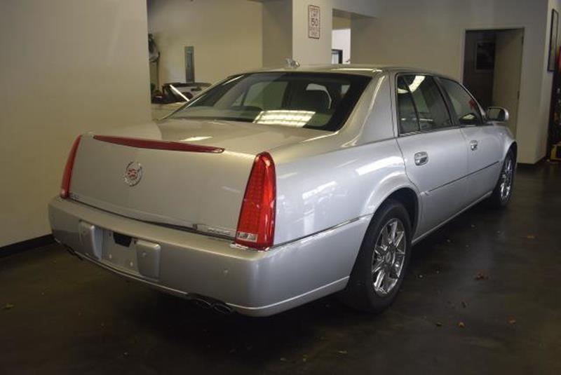 2010 Cadillac DTS 12