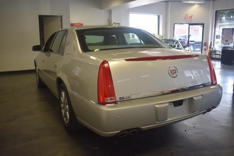 2010 Cadillac DTS 11