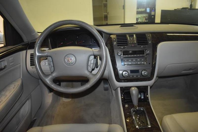 2010 Cadillac DTS 22