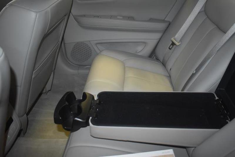 2010 Cadillac DTS 21