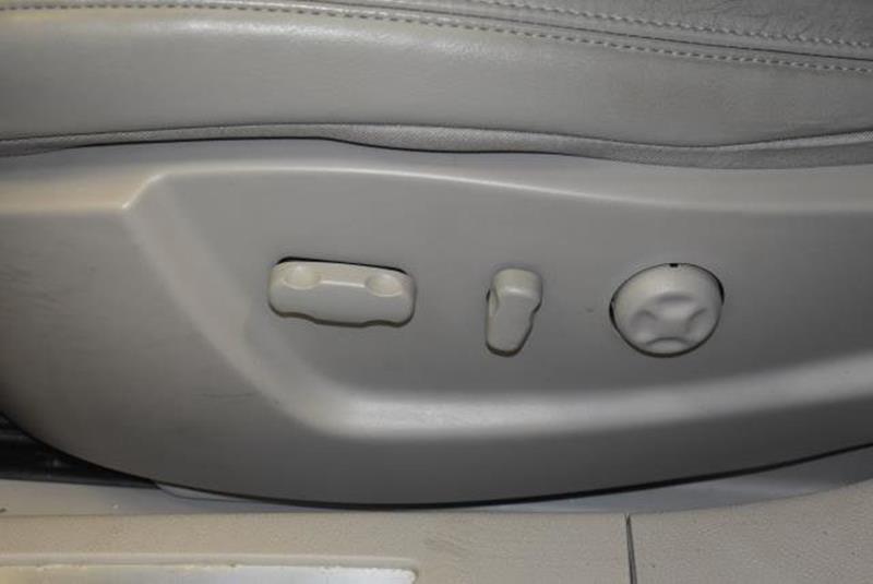 2010 Cadillac DTS 24