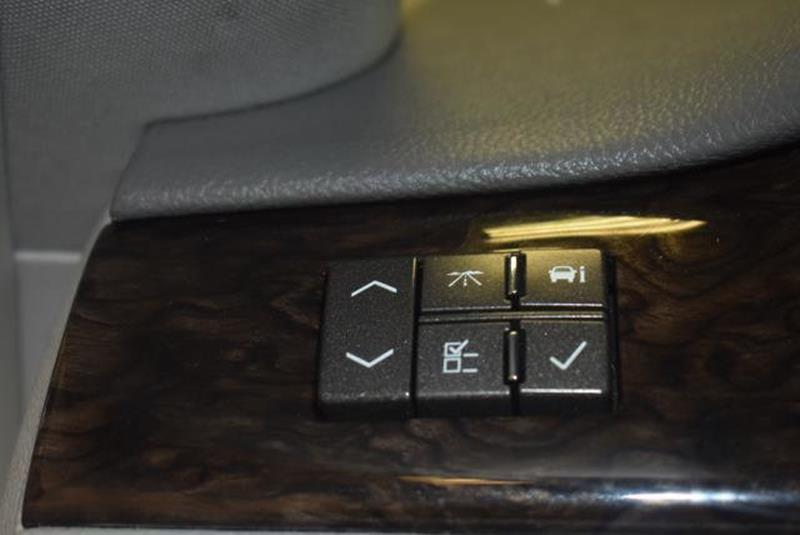 2010 Cadillac DTS 26