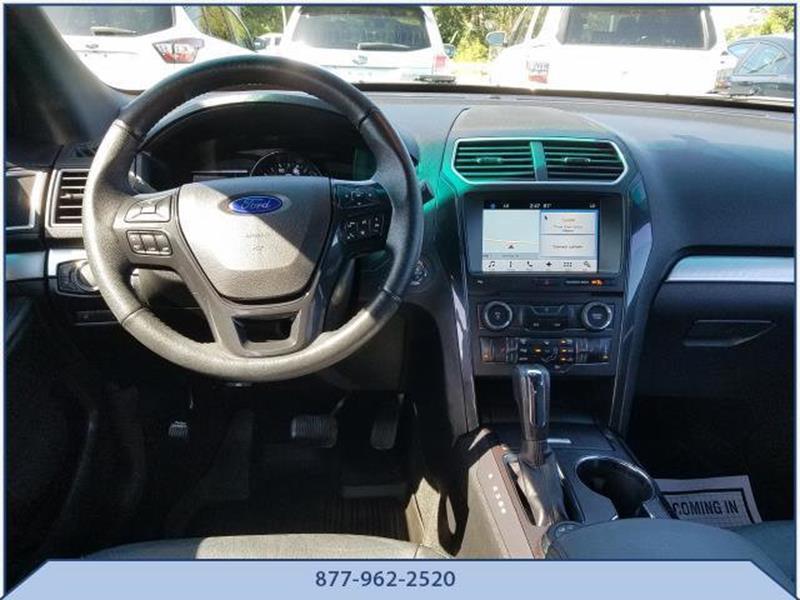 2017 Ford Explorer 10