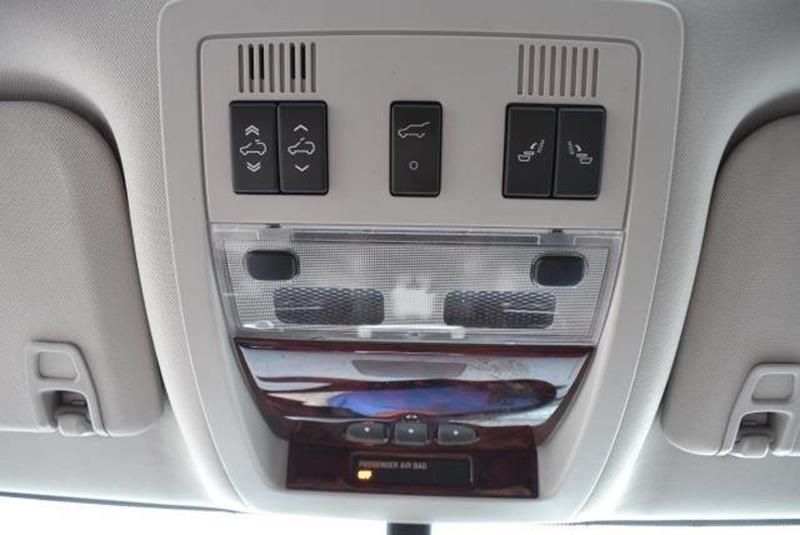 2007 Cadillac Escalade 23