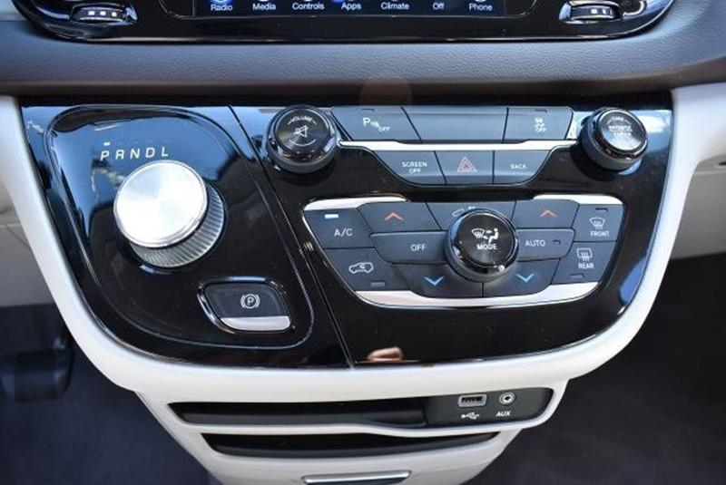 2017 Chrysler Pacifica 21