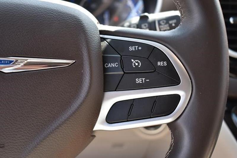 2017 Chrysler Pacifica 24