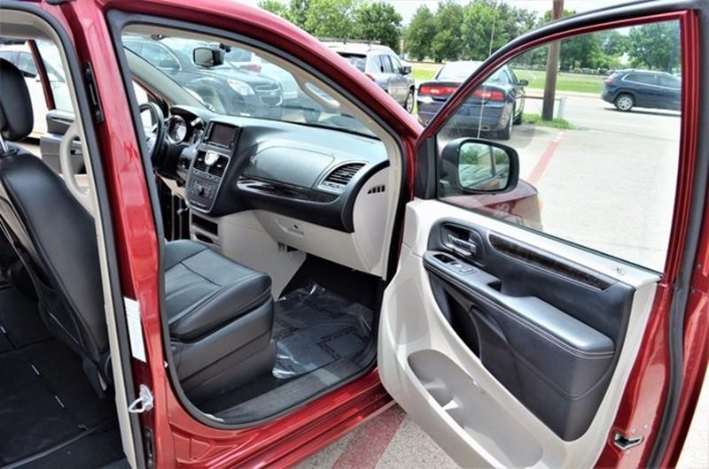 2015 Chrysler Town and Country for sale at LAKESIDE MOTORS, INC. in Sachse TX