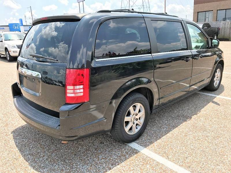 2008 Chrysler Town and Country for sale at AutoMax of Memphis - Jason Wulff in Memphis TN