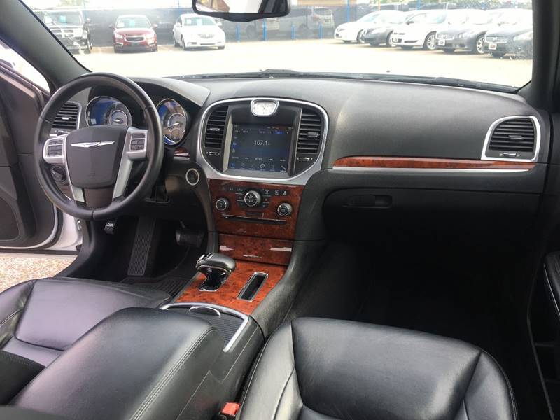 2012 Chrysler 300 for sale at AutoMax of Memphis - V Brothers in Memphis TN