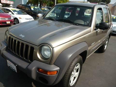 2004 Jeep Liberty for sale at La Mesa Auto Sales in Huntington Park CA