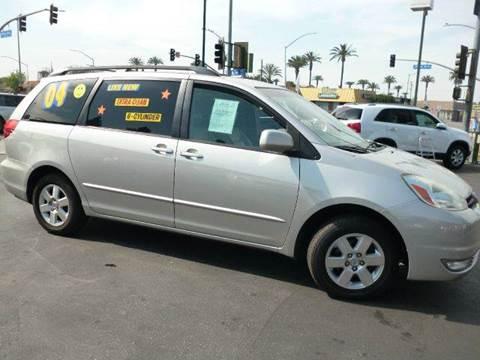 2004 Toyota Sienna for sale at La Mesa Auto Sales in Huntington Park CA