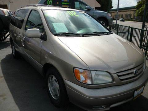 2002 Toyota Sienna for sale at La Mesa Auto Sales in Huntington Park CA