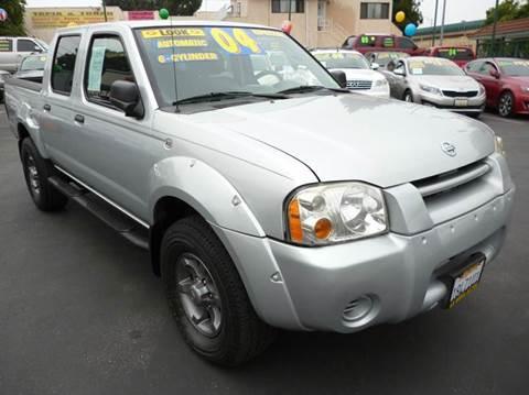 2004 Nissan Frontier for sale at La Mesa Auto Sales in Huntington Park CA