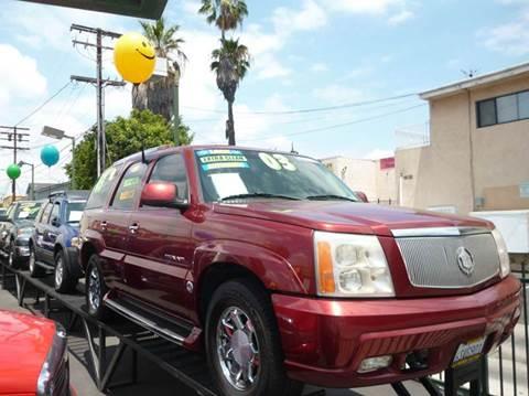 2003 Cadillac Escalade for sale at La Mesa Auto Sales in Huntington Park CA