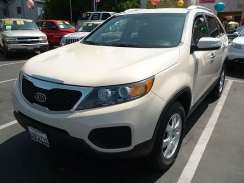 2011 Kia Sorento for sale at La Mesa Auto Sales in Huntington Park CA