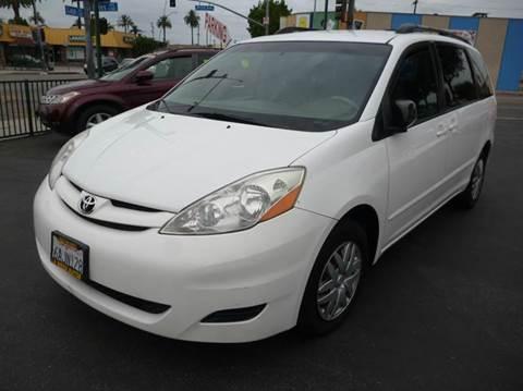 2007 Toyota Sienna for sale at La Mesa Auto Sales in Huntington Park CA
