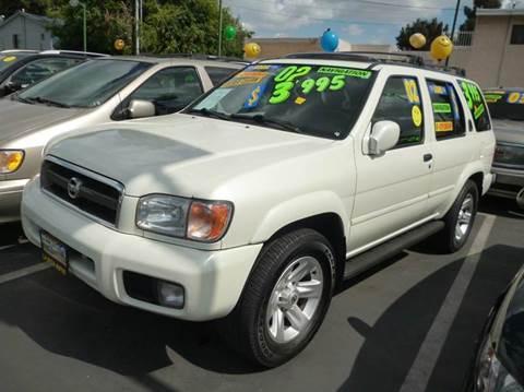 2002 Nissan Pathfinder for sale at La Mesa Auto Sales in Huntington Park CA
