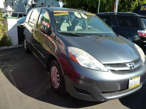 2006 Toyota Sienna for sale at La Mesa Auto Sales in Huntington Park CA
