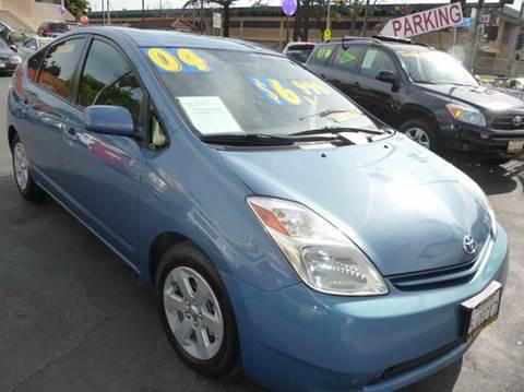 2004 Toyota Prius for sale at La Mesa Auto Sales in Huntington Park CA