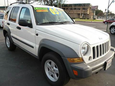 2005 Jeep Liberty for sale at La Mesa Auto Sales in Huntington Park CA