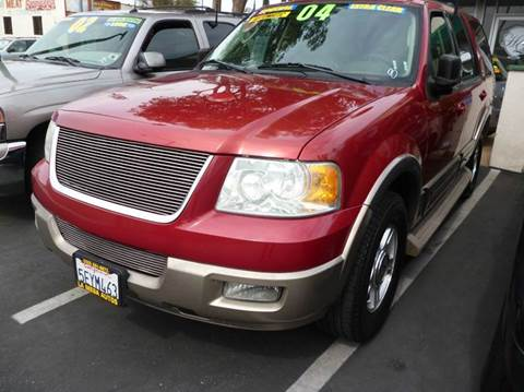 2004 Ford Expedition for sale at La Mesa Auto Sales in Huntington Park CA