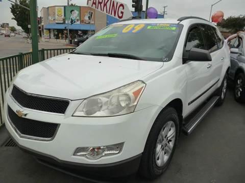 2009 Chevrolet Traverse for sale at La Mesa Auto Sales in Huntington Park CA