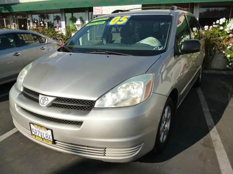 2005 Toyota Sienna for sale at La Mesa Auto Sales in Huntington Park CA