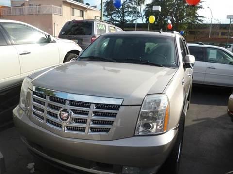 2007 Cadillac Escalade for sale at La Mesa Auto Sales in Huntington Park CA