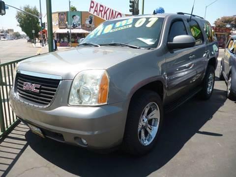 2007 GMC Yukon for sale at La Mesa Auto Sales in Huntington Park CA