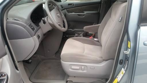 2010 Toyota Sienna (image 31)