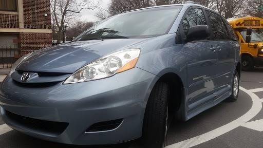 2010 Toyota Sienna (image 34)