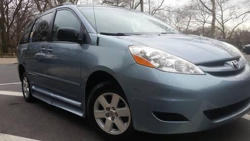2010 Toyota Sienna (image 35)