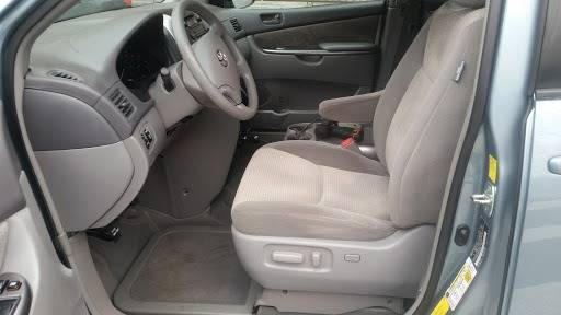 2010 Toyota Sienna (image 9)