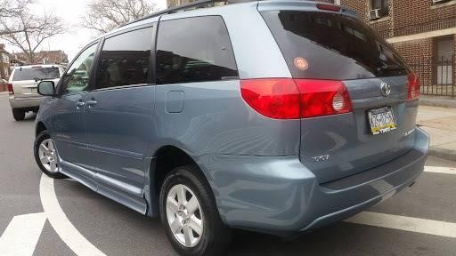 2010 Toyota Sienna (image 6)