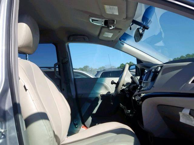 2014 Toyota Sienna LE Mobility 7-Passenger (image 2)