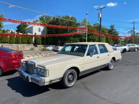 1988 Lincoln Town Car for sale at FIESTA MOTORS in Hagerstown MD