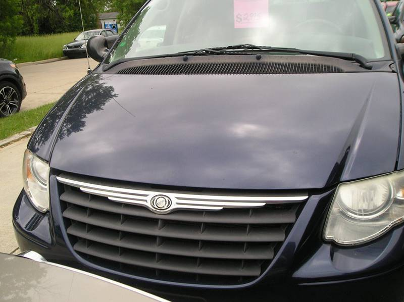 2005 Chrysler Town & Country car for sale in Detroit