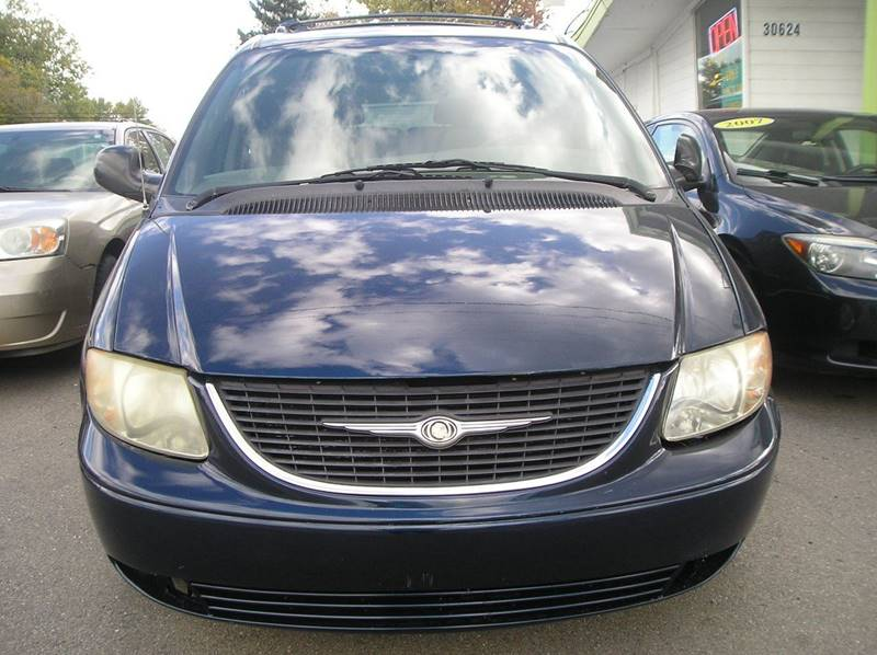 2003 Chrysler Town & Country car for sale in Detroit