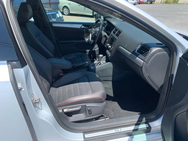 2013 Volkswagen Jetta GLI Autobahn PZEV 4dr Sedan 6A w/Navigation (ends 1/13) - Harrisburg PA