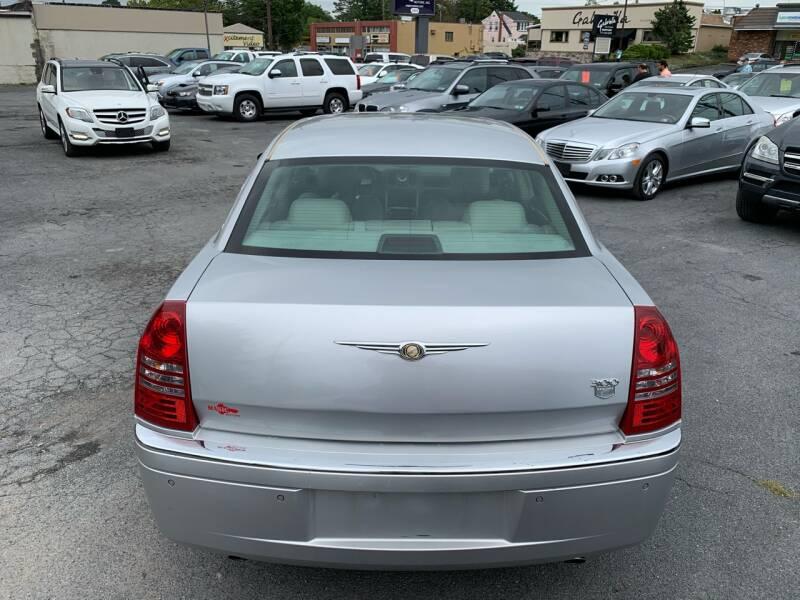 2005 Chrysler 300 C 4dr Sedan - Harrisburg PA