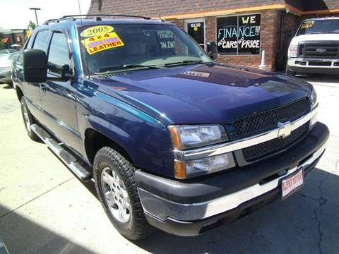 2005 Chevrolet Avalanche for sale at Alpha Motors in Kansas City MO