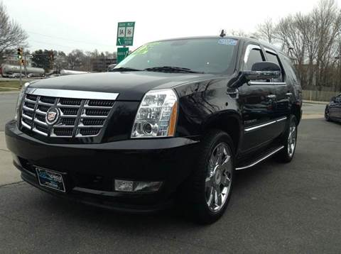 2009 Cadillac Escalade Hybrid for sale at Circle Auto Sales in Revere MA