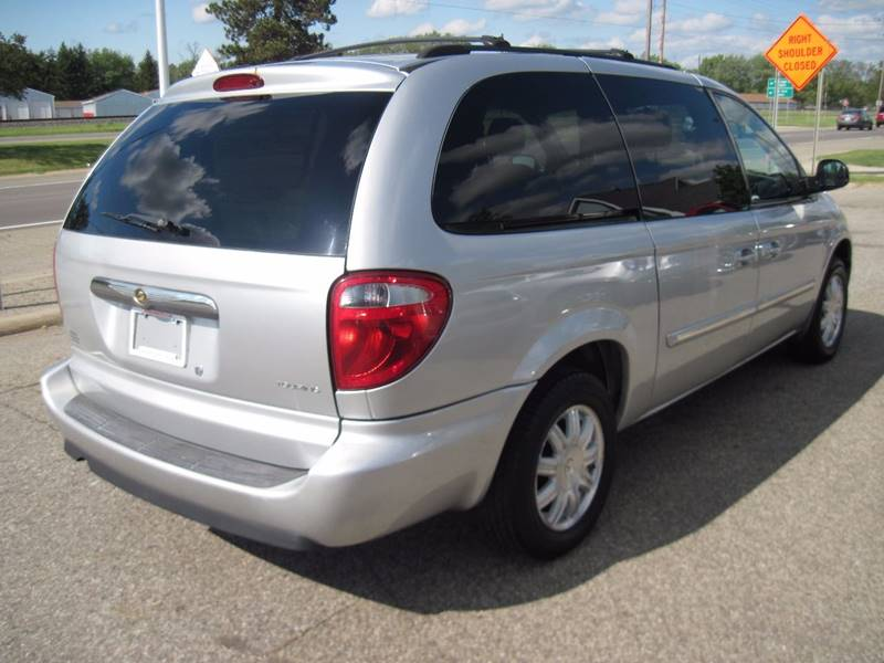 2006 Chrysler Town and Country Touring 4dr Extended Mini-Van - Jenison MI