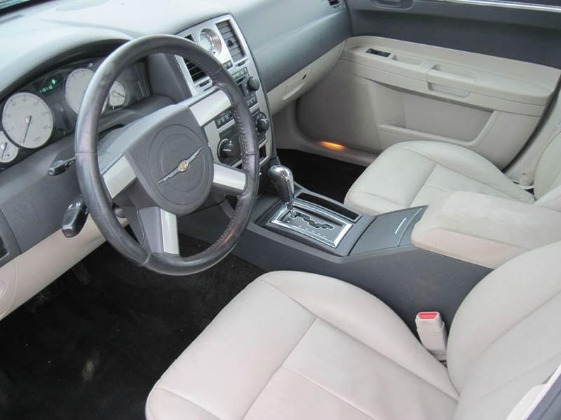 2005 Chrysler 300 Touring 4dr Sedan - Jenison MI