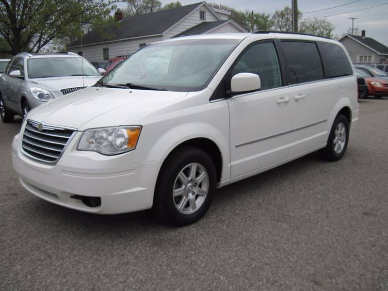 2009 Chrysler Town and Country Touring Mini-Van 4dr - Jenison MI