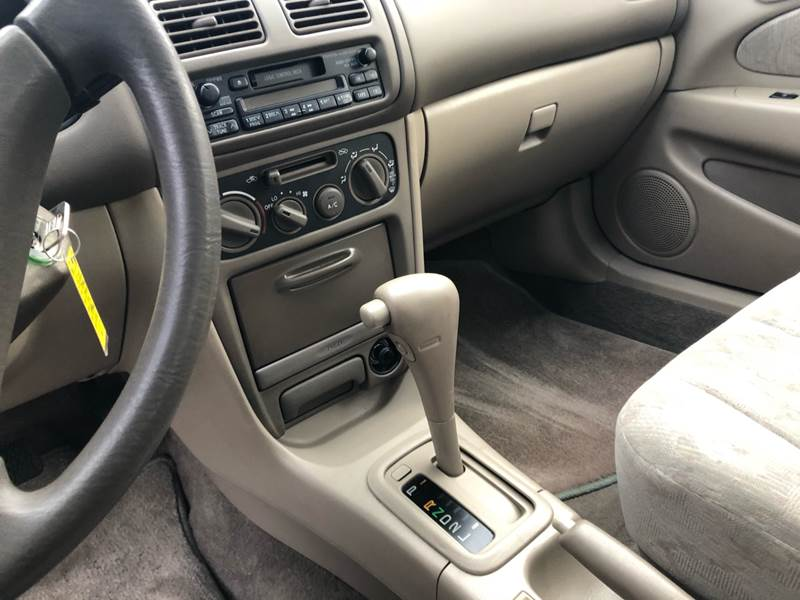 2000 Toyota Corolla LE (image 18)
