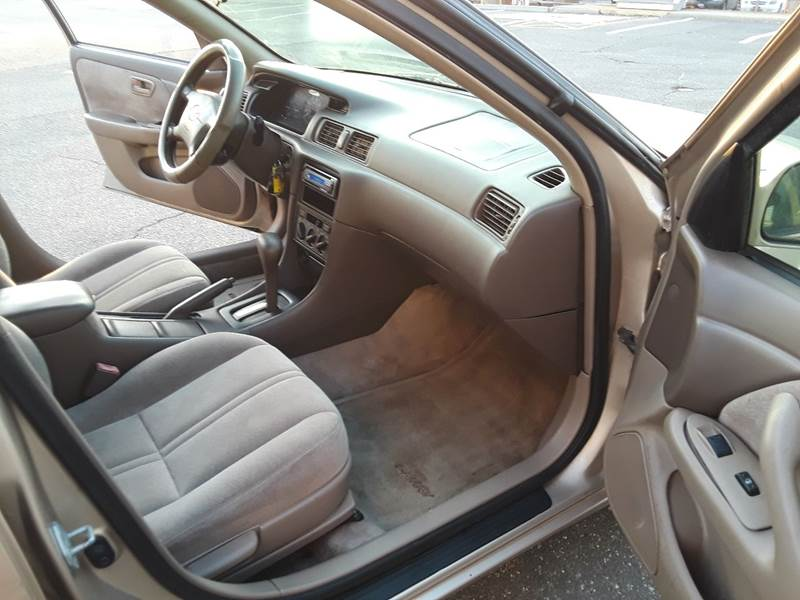 1997 Toyota Camry LE (image 3)